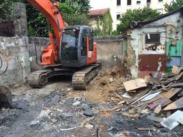 Demolición de la casa antigua