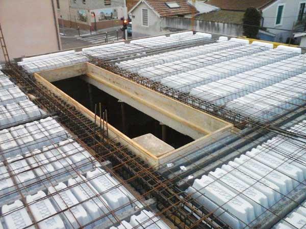 Preparación para el vaciado de la losa de hormigón del segundo piso.