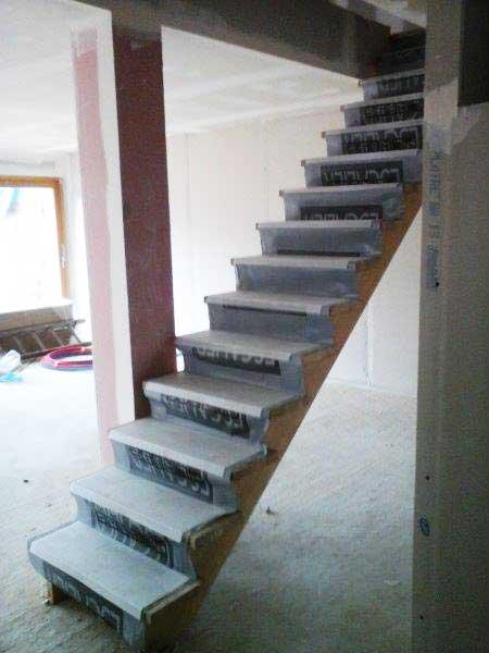 Instalación de escaleras al primer piso.