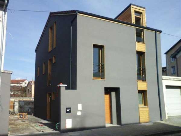 Casa terminada - lado de la calle